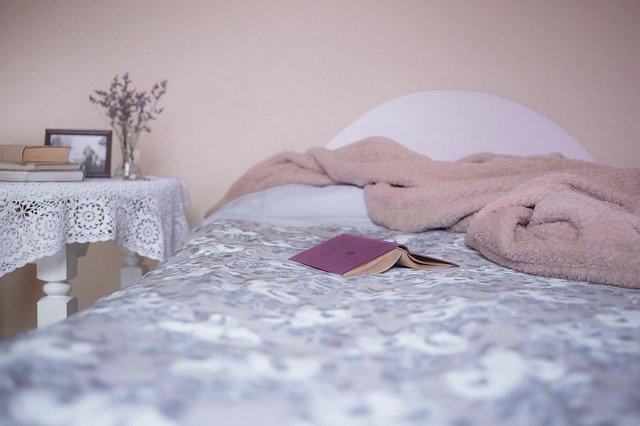Schlaf in einem schönen Bett